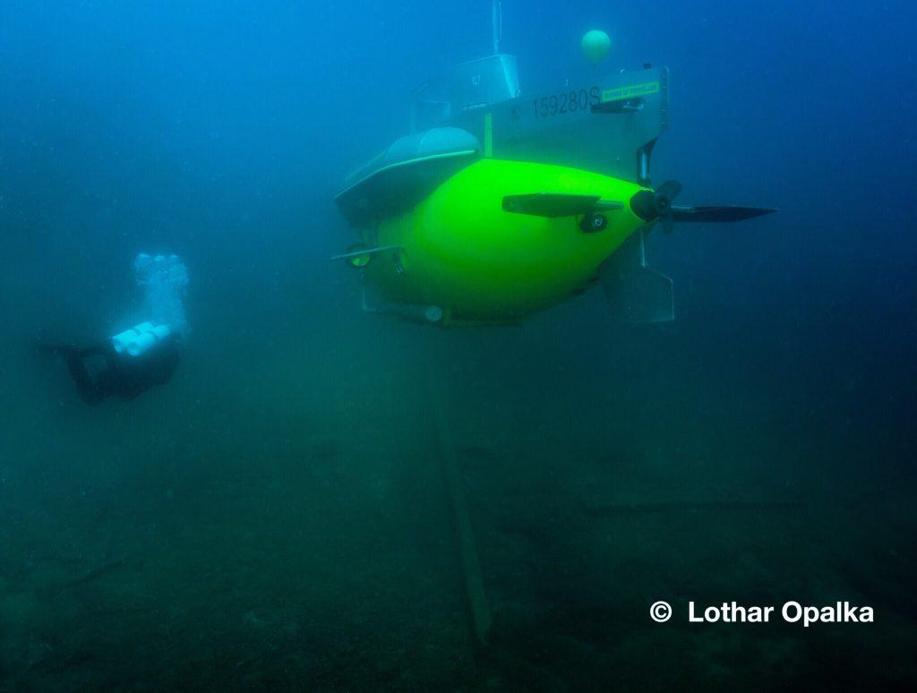 U-Boot mit Taucher